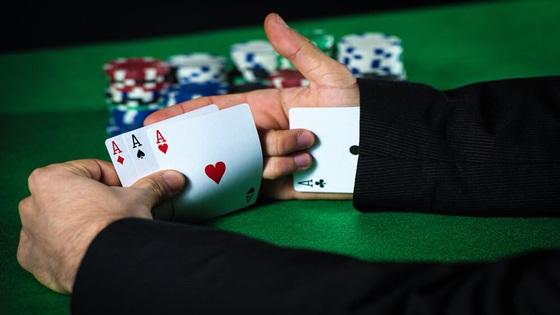 Ketahui Posisi Duduk Paling Hoki Game Pokerqq Online